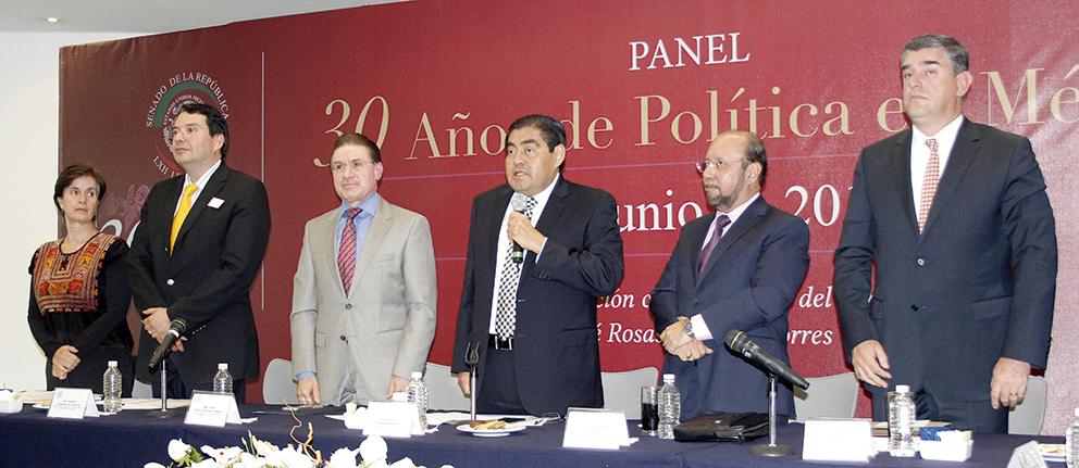 Photo of Brillante 30 Aniversario de Agenda Política de México en el Senado de la República