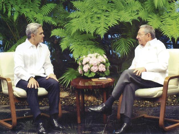 Photo of Raúl Castro recibe con honores a Miguel Ángel Mancera en La Habana