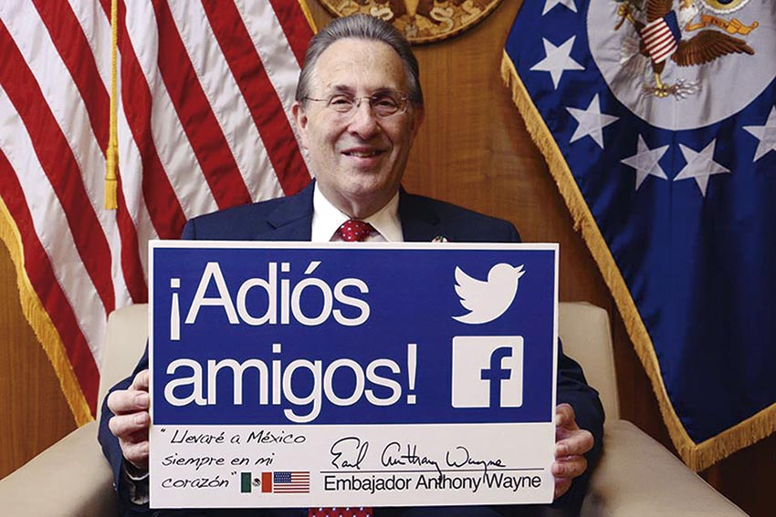 Photo of Anthony E. Wayne: Se va un buen Embajador
