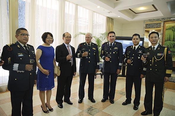 """Photo of """"El Ejército Chino está por la Paz y la Prosperidad del Mundo"""": Coronel Superior Nan Ning"""