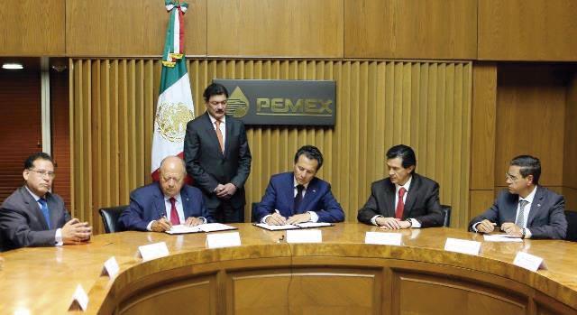 Photo of PEMEX y el STPRM suscriben el Contrato Colectivo de Trabajo 2015–2017