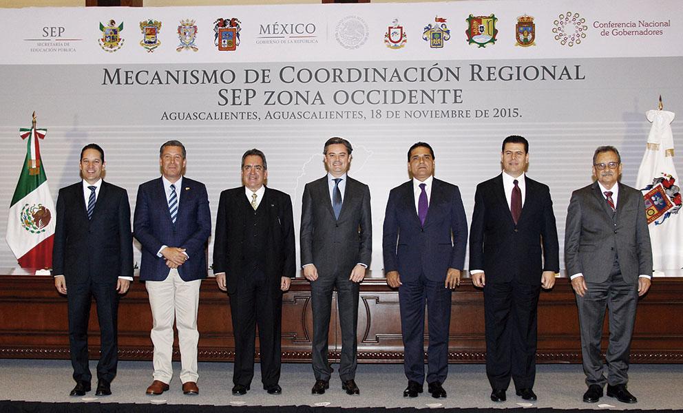 Photo of En reunión con el Secretario de Educación Pública, Aurelio Nuño acuerdan gobernadores de Zona Occidente hacer cumplir leyes en materia educativa