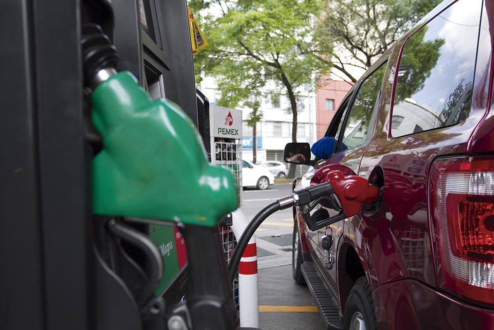 Photo of Los precios máximos de las gasolinas y el Diésel disminuirán 3% en enero de 2016