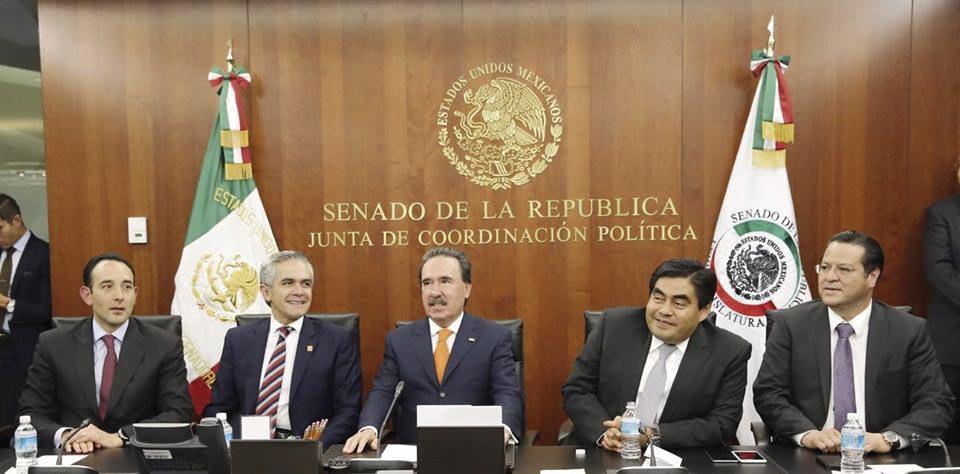 Photo of Celebran el Senado y Jefe de Gobierno, Miguel Angel Mancera, aprobación de Reforma Política del Distrito Federal