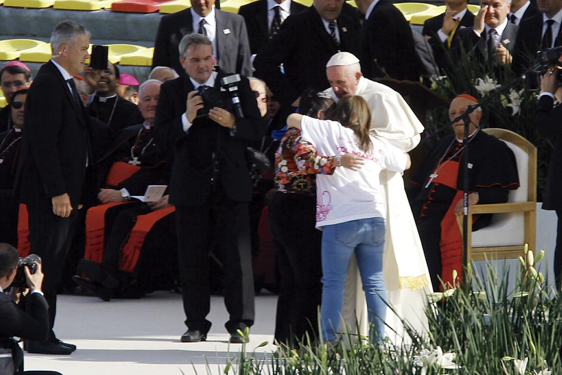 """Photo of """"No se rindan ante el narcotráfico"""", les dijo a los jóvenes, Francisco"""