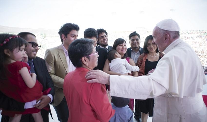 """Photo of El Papa en Tuxtla Gutiérrez: """"Que la familia, no se pierda por la precariedad y la soledad"""""""