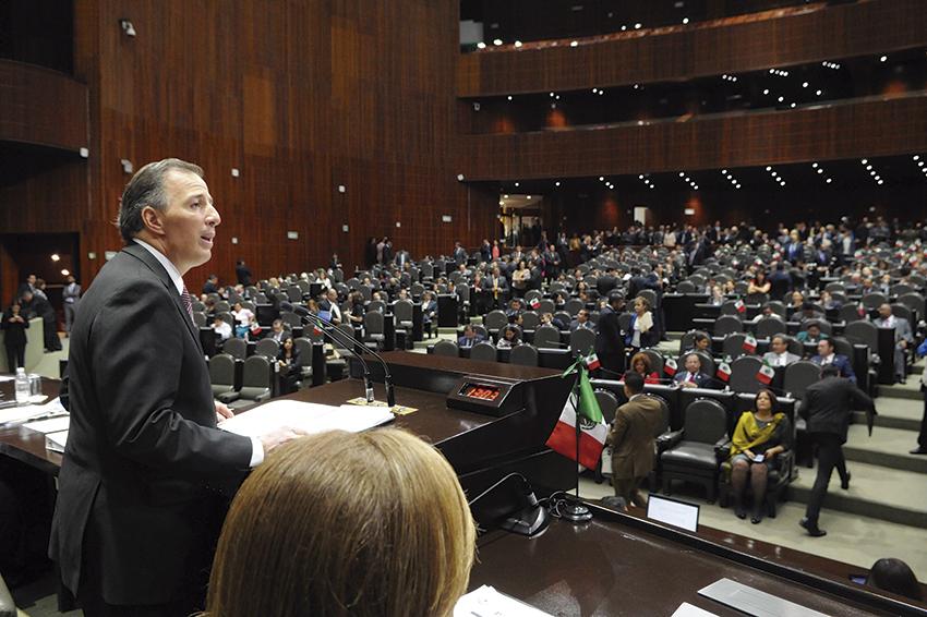 """Photo of """"México sigue creciendo a 2.5% a pesar de la caída de los precios del petróleo"""": José Antonio Meade Kuribreña"""
