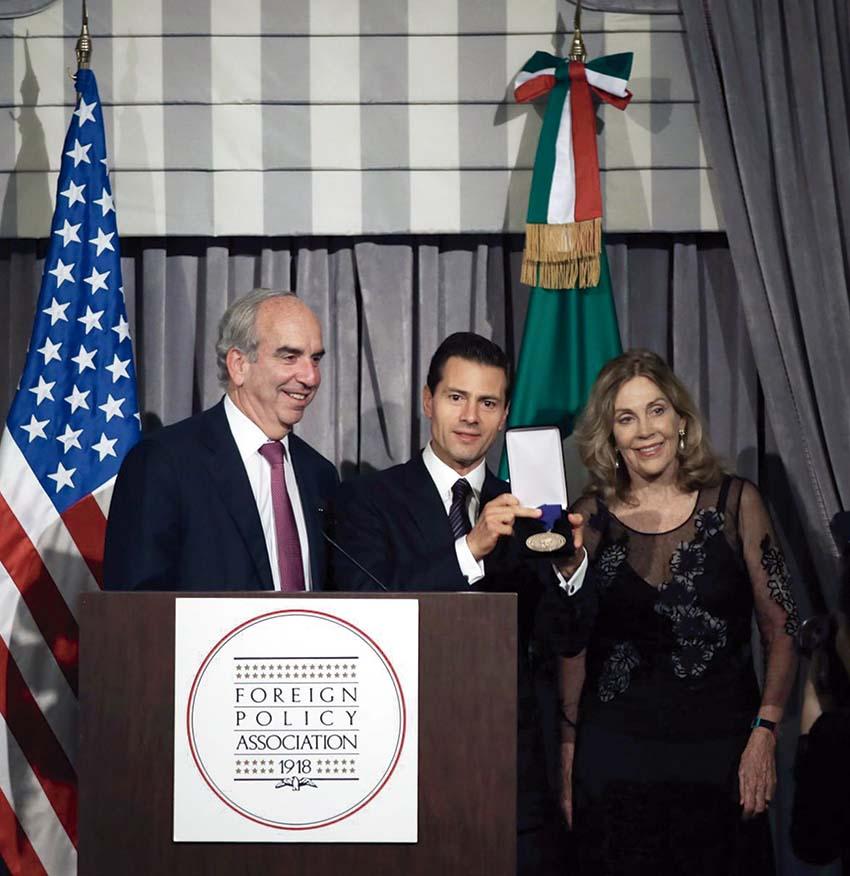 Photo of El Presidente de México recibió el Premio al Estadista que otorga la Asociación de Política Exterior (Foreign Policy Association)