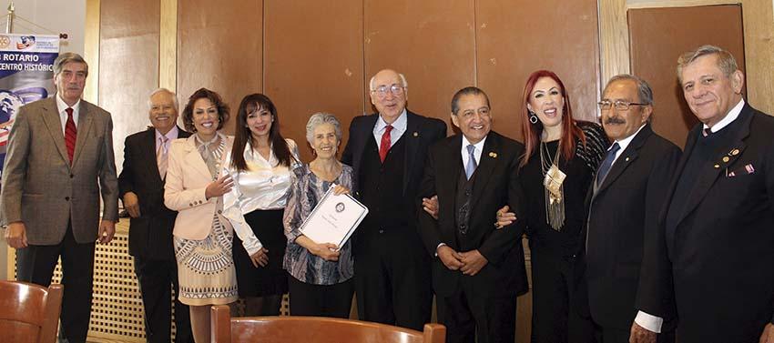 """Photo of En brillante ceremonia de """"abotonamiento"""", los Rotarios de 'Plateros-Centro Histórico' hacen votos por la paz mundial"""