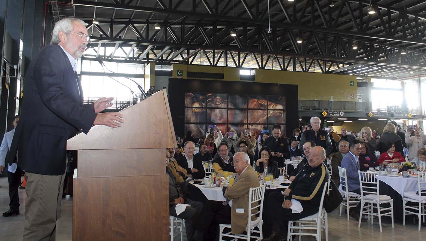 """Photo of Al grito de """"¡Goooya! ¡Goooya!"""", el Rector Enrique Graue traza el futuro de la UNAM para los próximos años"""