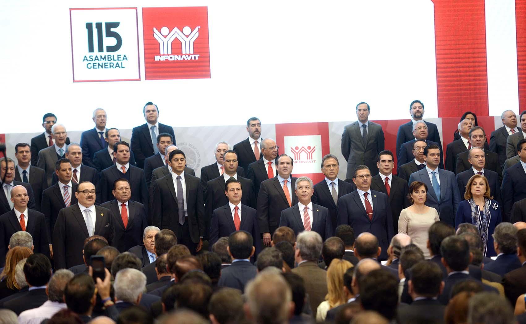 Photo of Anuncia el Presidente Enrique Peña Nieto que por primera vez en su historia el INFONAVIT otorgará dividendo  a 48 millones de derechohabientes