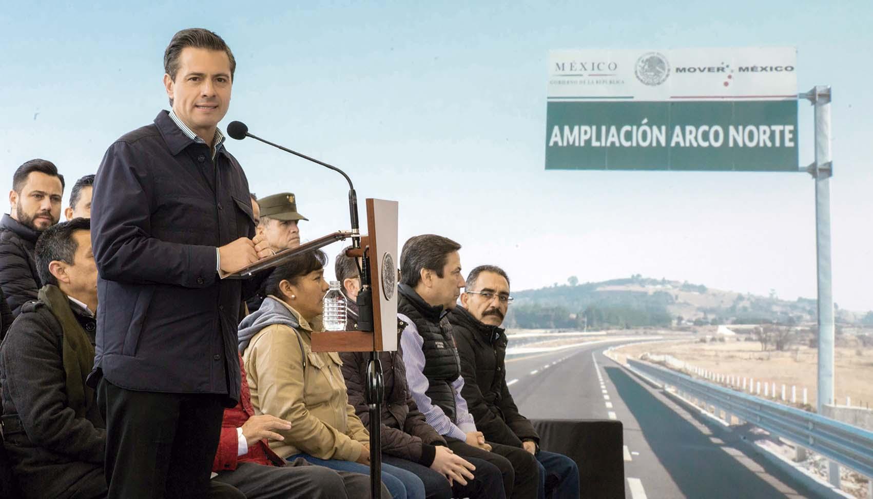 """Photo of """"Vamos en la ruta de cumplir los proyectos de infraestructura carretera que nos comprometimos a realizar: 52 autopistas y 80 carreteras federales"""": Enrique Peña Nieto"""