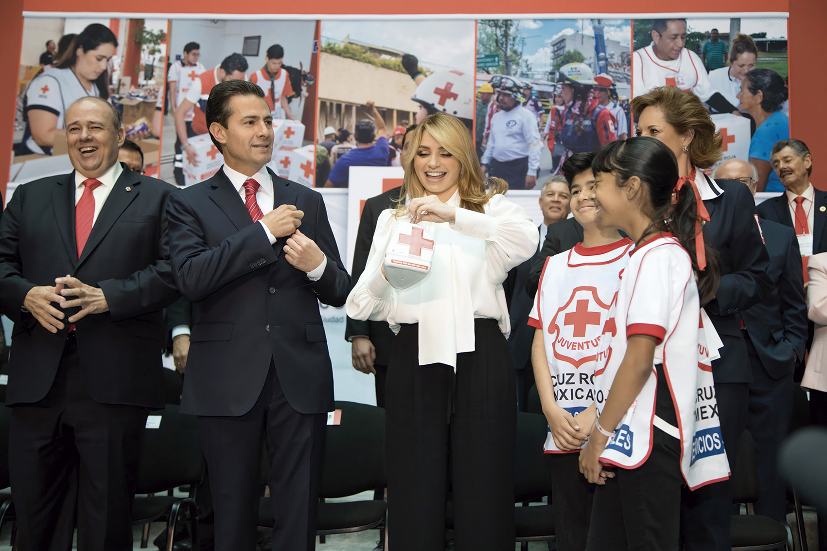 "Photo of ""México está lleno de amor para ayudar"": Angélica Rivera de Peña"