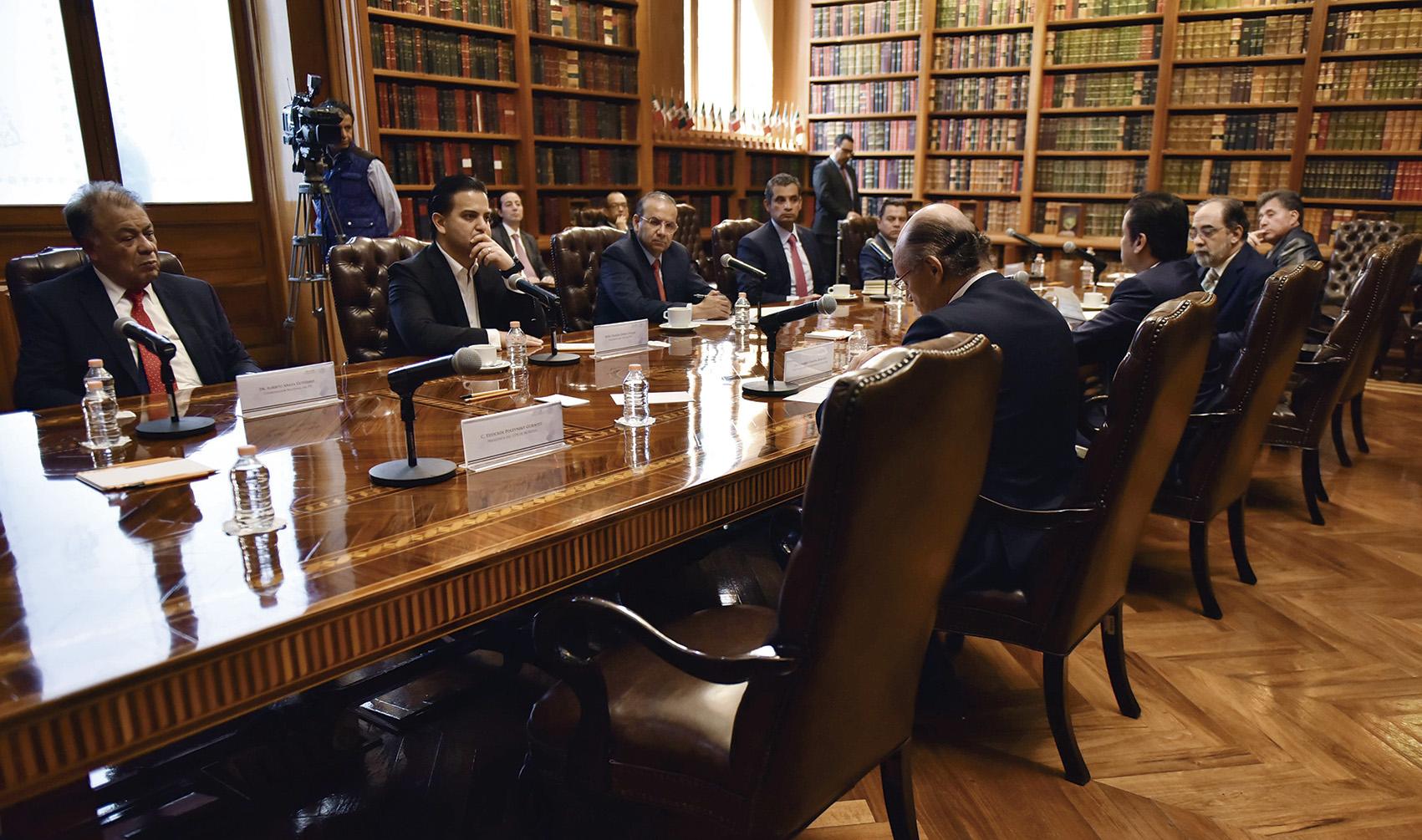 Photo of Dirigentes de partidos políticos nacionales y la Secretaría de Gobernación acuerdan trabajar de manera conjunta para garantizar la seguridad en el proceso electoral 2018