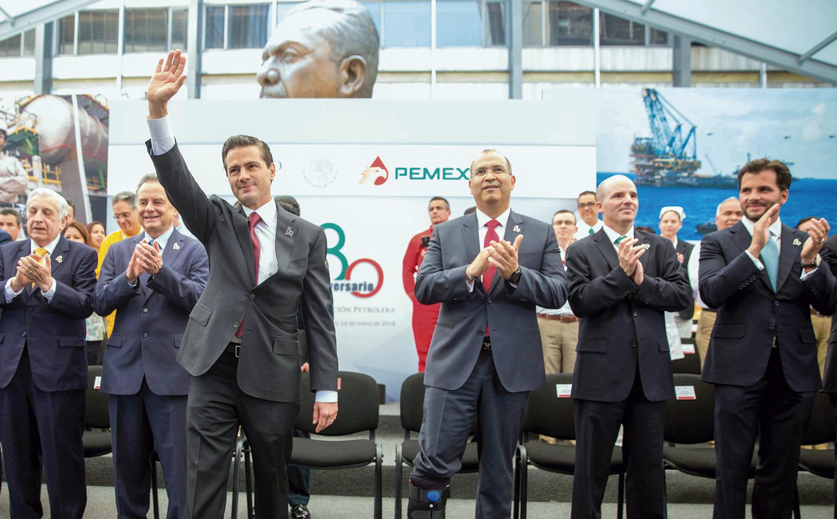 """Photo of """"En democracia, los mexicanos tendremos oportunidadde comparar consistencia y congruencia de propuestaspolíticas en sector energético"""": Enrique Peña Nieto"""