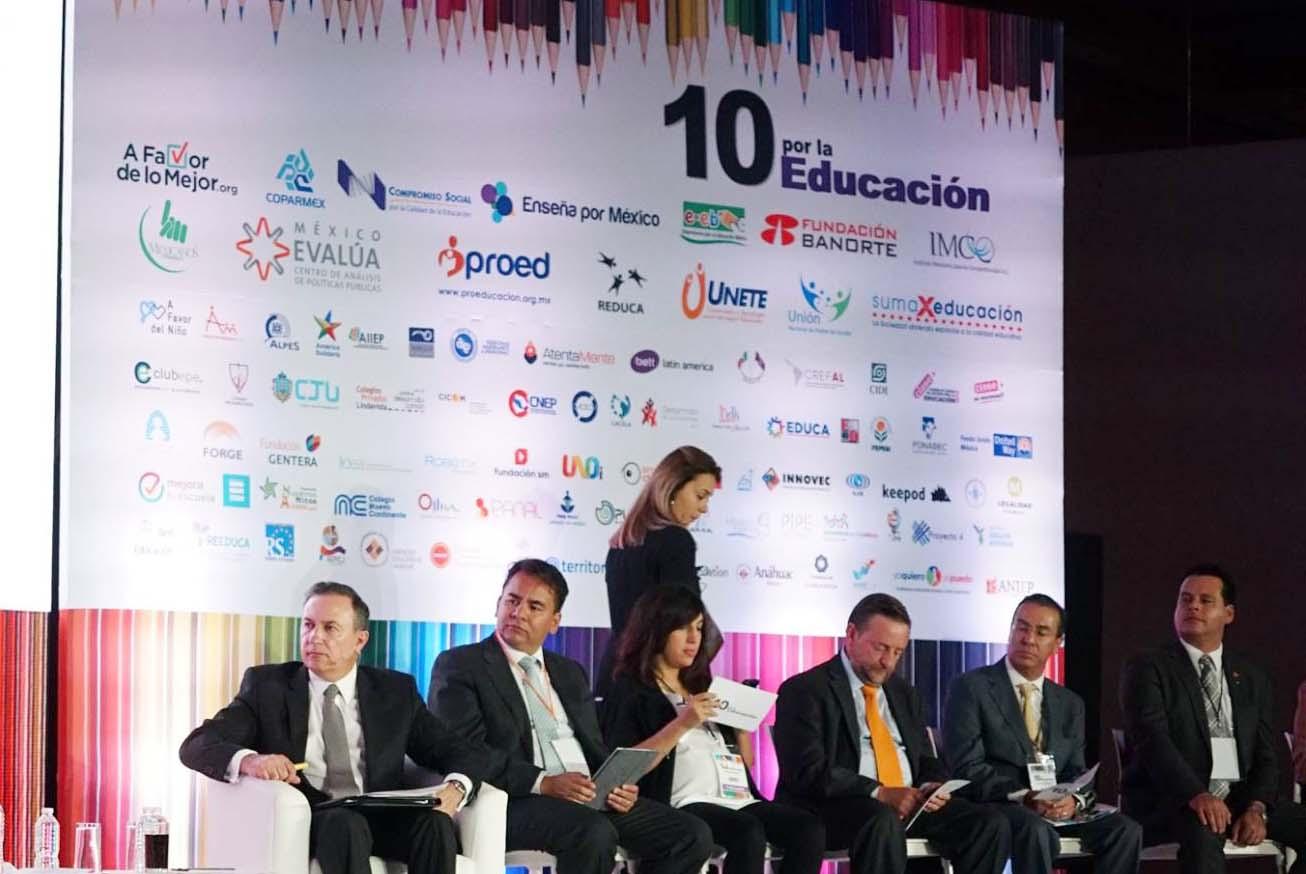 Photo of 10 por la Educación expone coincidencias y contradicciones entre candidatos presidenciales