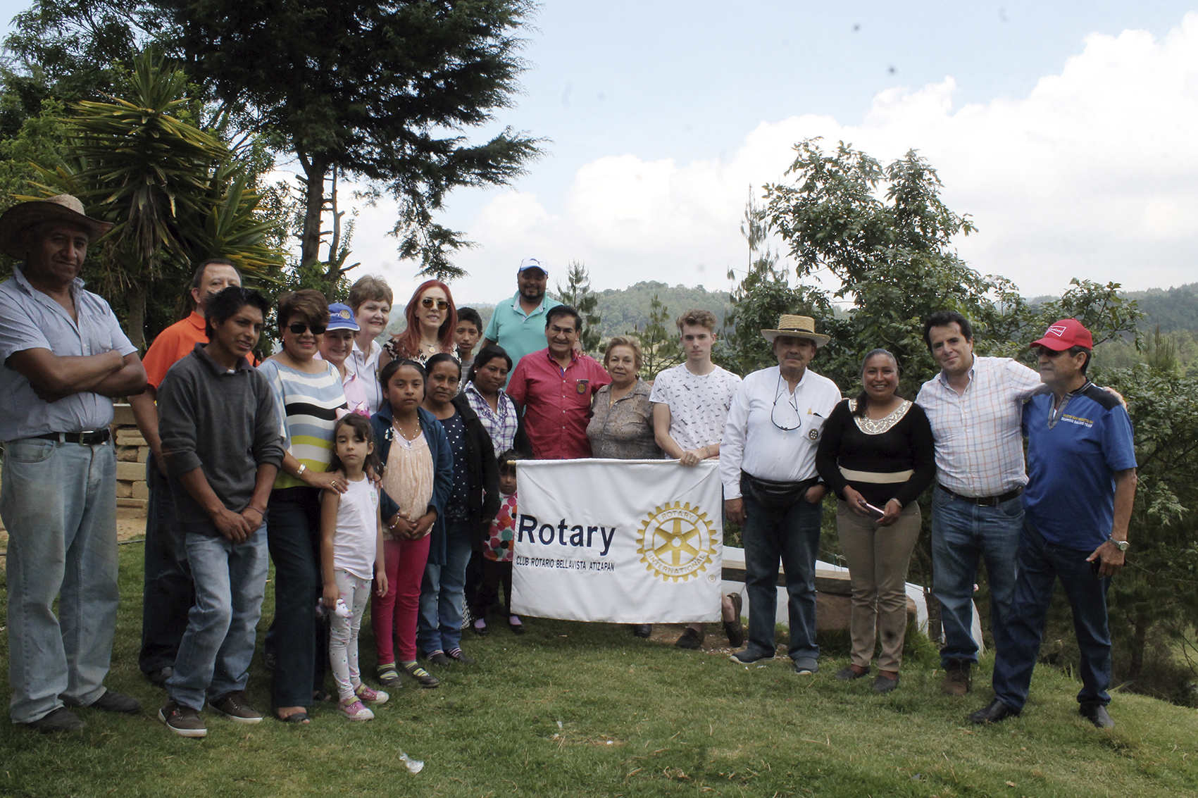 """Photo of Susan Sola: """"Todo, por el amor a México""""; Rotarios salen a trabajar al campo"""