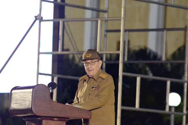 """Photo of """"Por grandes que sean los desafíos, nuestro pueblo defenderá su Revolución Socialista"""": Raúl Castro"""