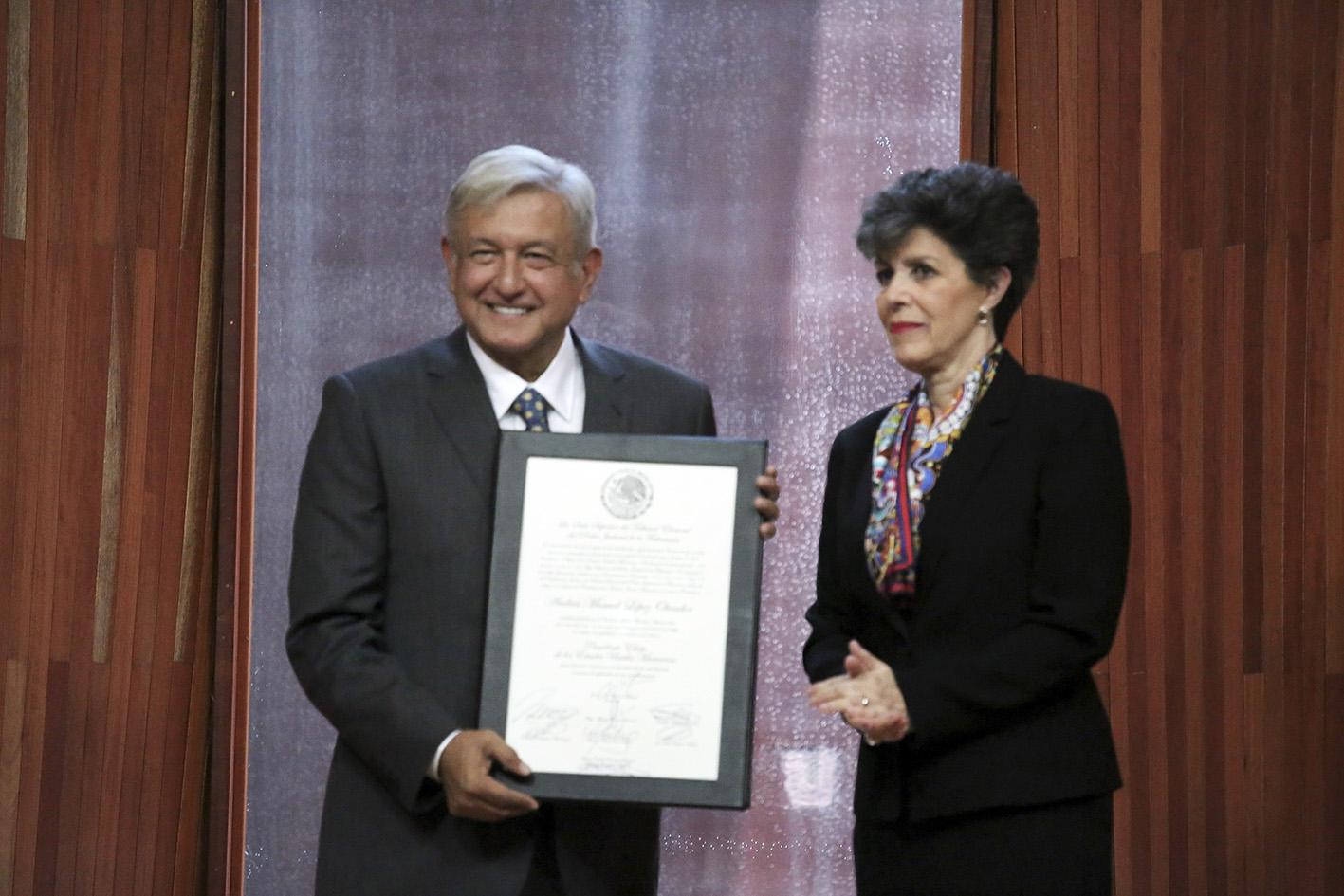Photo of Cuando tome Posesión, López Obrador deberá jurar cumplir la Constitución y sus Leyes derivadas, el 1o de diciembre próximo