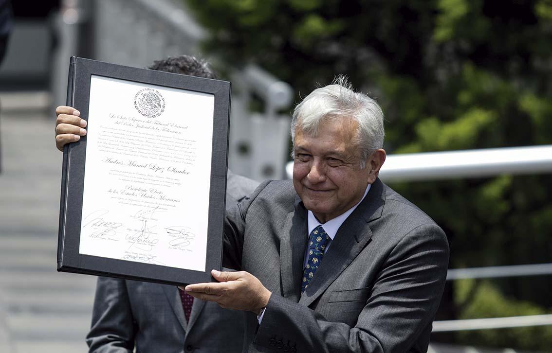Photo of Protesta incompleta del próximo Presidente de los Estados Unidos Mexicanos, Lic. Andrés Manuel López Obrador