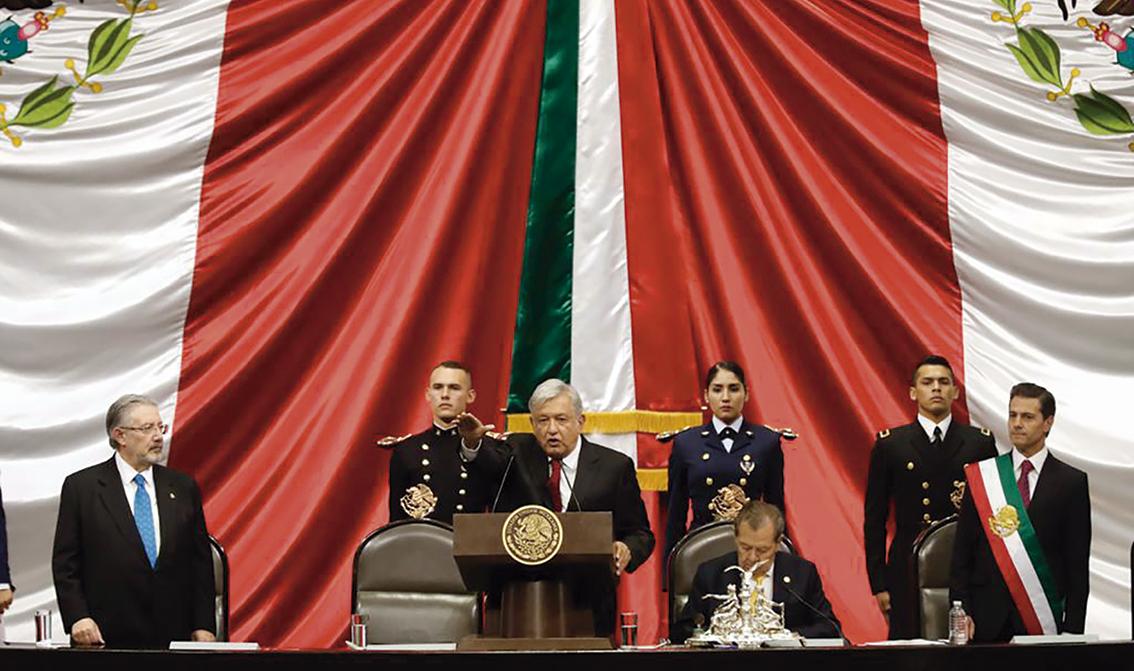 Photo of Andrés Manuel López Obrador jura ante el Congreso cumplir la Constitución y las Leyes que de ella emanan