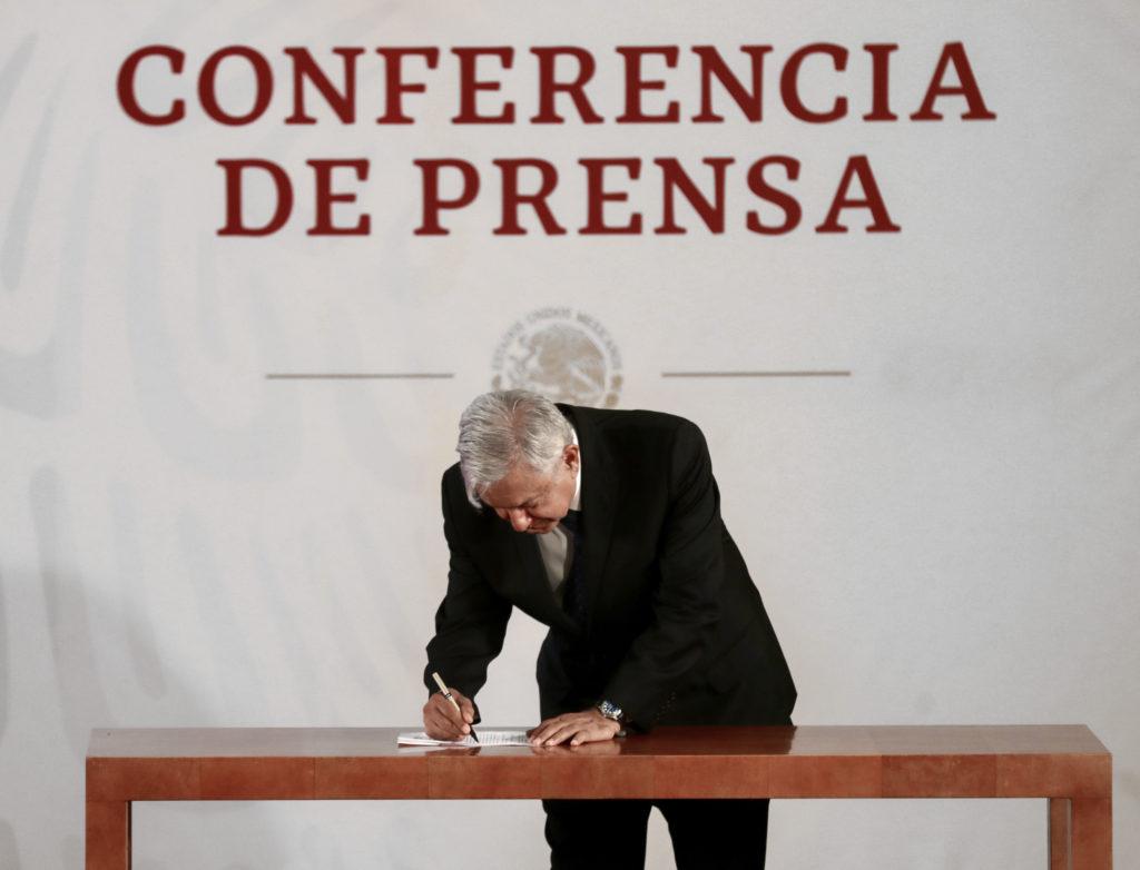 Photo of López Obrador se compromete a no reelegirse