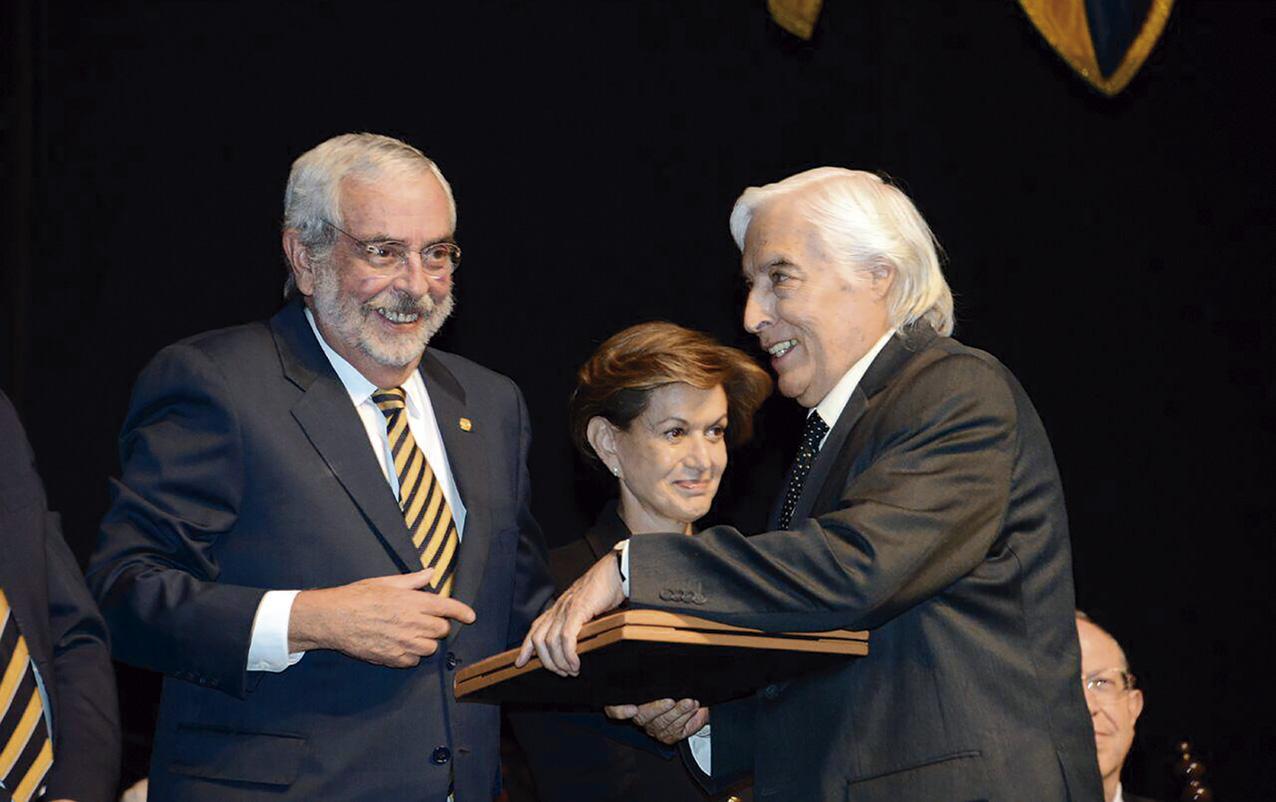 Photo of El Maestro Arend A. Olvera Escobedo, Presidente de la Academia Mexicana de Ciencias Políticas es reconocido por la UNAM por 50 años de docencia