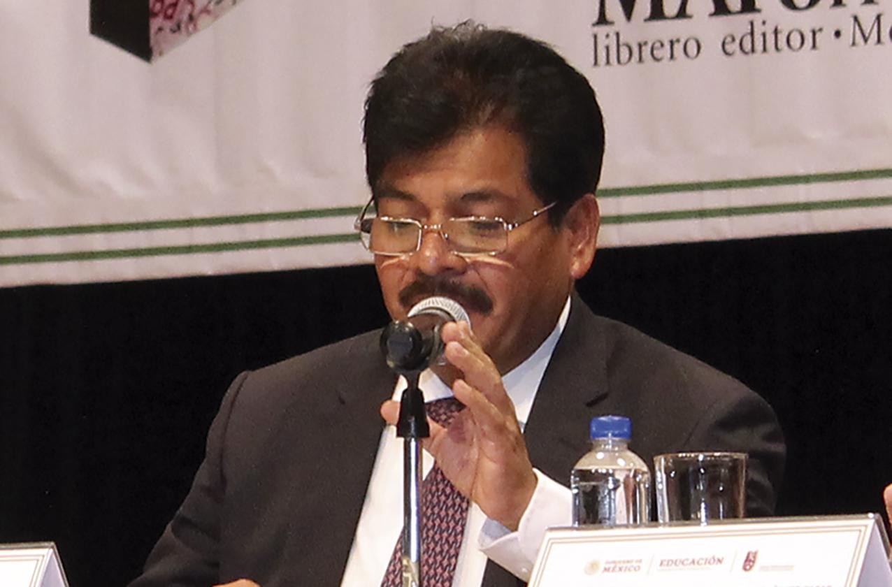 """Photo of El Alcalde Francisco Chíguil Figueroa presenta su libro """"Federalismo Fiscal y Gasto Público: Hacia un Nuevo Paradigma"""""""