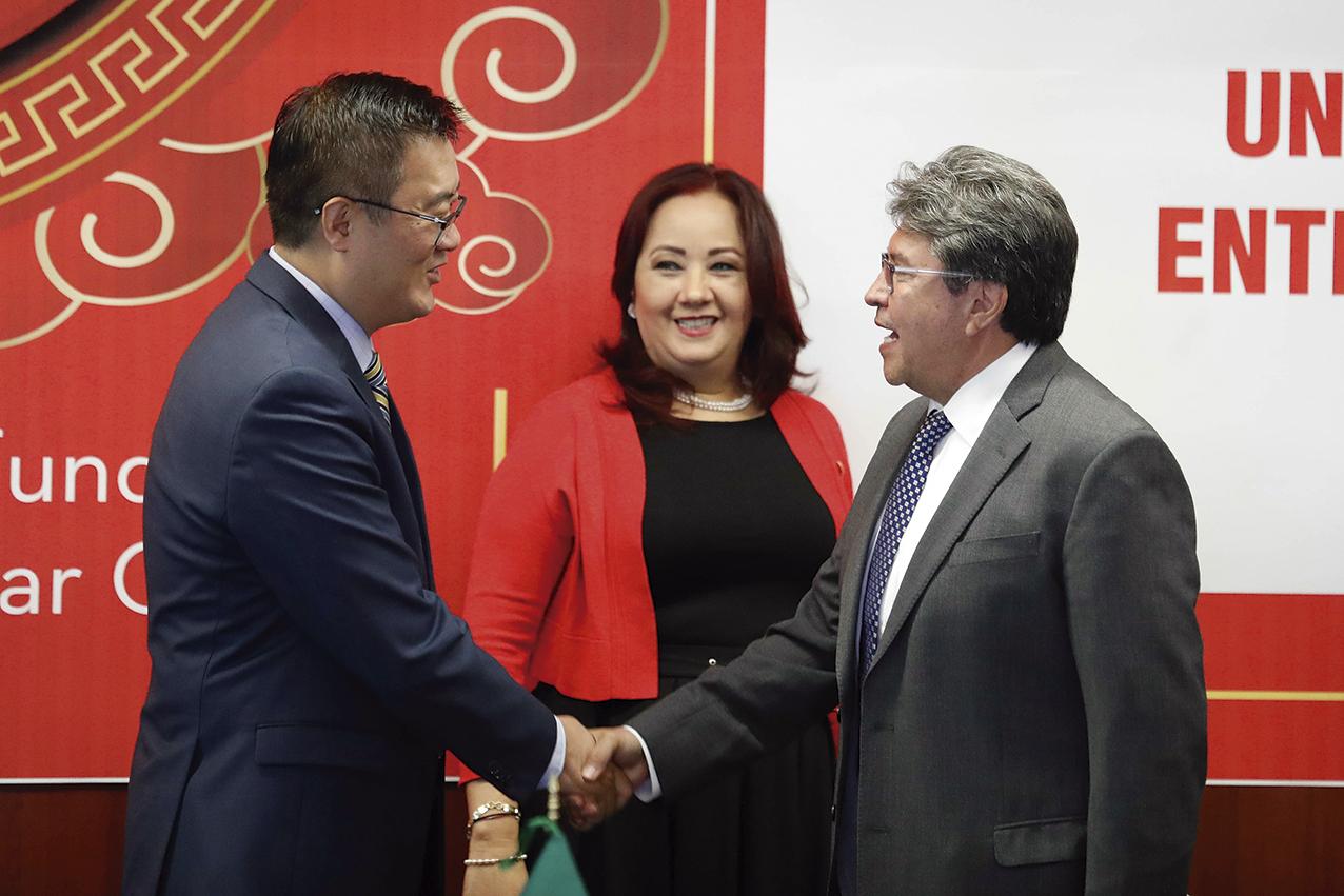 Photo of El Senador Ricardo Monreal y el Embajador Zhu Qingqiao, estrechan las relaciones entre México y la República Popular China