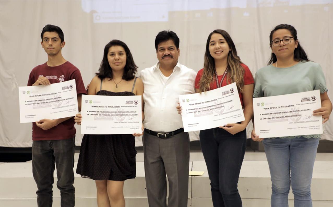 Photo of Entrega de apoyo a la titulación en la Alcaldía Gustavo A. Madero