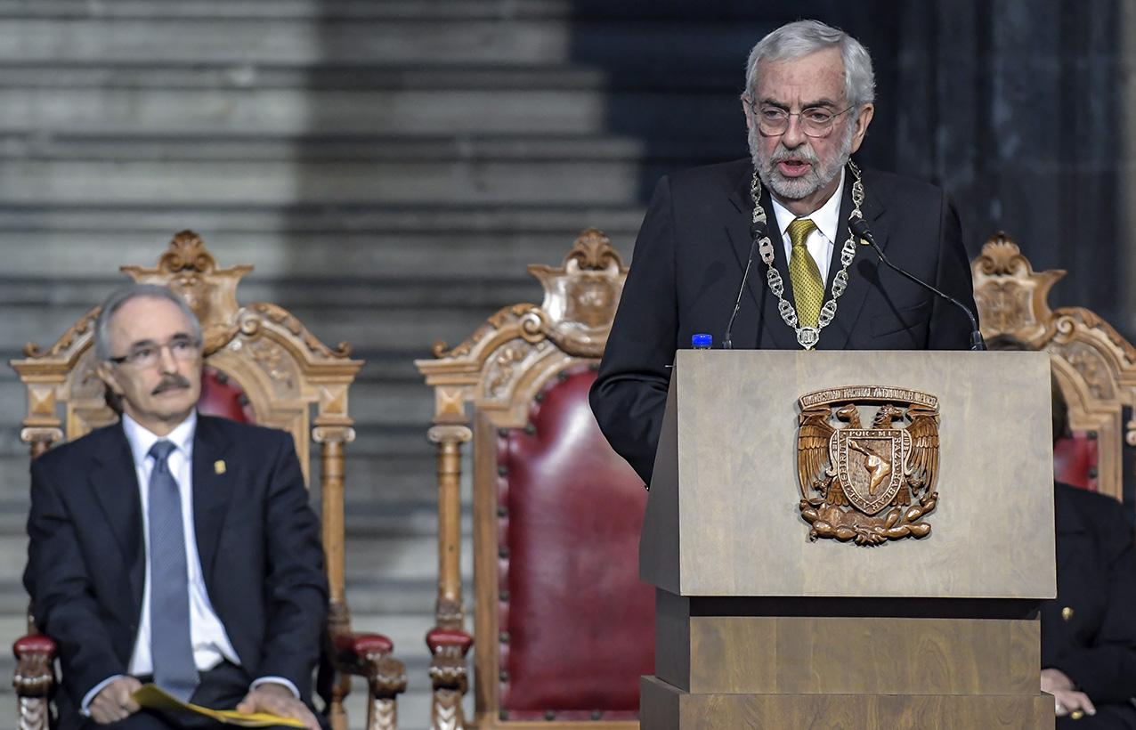 Photo of El Rector Enrique Graue Wiechers reiteró su compromiso de velar por los intereses y valores de la Universidad, así como proteger los derechos de sus integrantes
