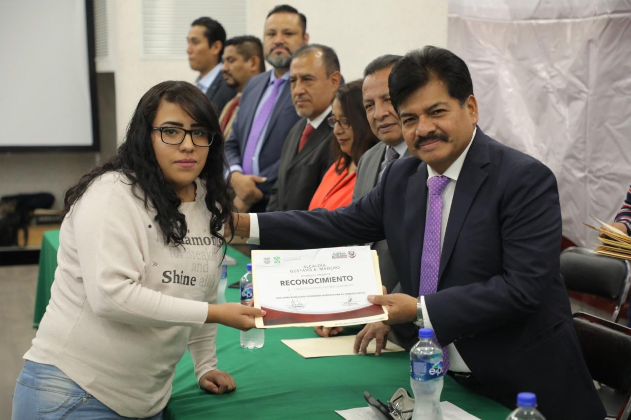 Photo of Se entregan becas a estudiantes que concluyeron su servicio social en la Alcaldía Gustavo A. Madero