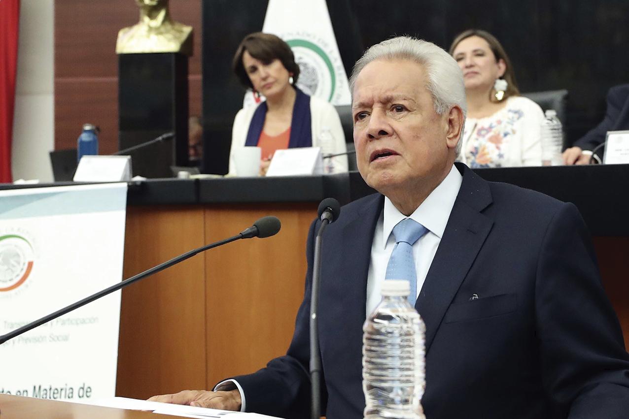 """Photo of """"El malestar con la Democracia.- Mayorías vs Minorías"""": Dr. Héctor San Román A."""