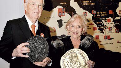"""Photo of Don Hugo Salinas Price y su esposa Doña Esther Pliego inauguran la Exposición """"Historias de Oro y Plata"""", Monedas de la Antigüedad, en el Museo Interactivo De Economía"""