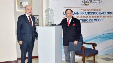 Photo of Reconocimiento Internacional de World Future Society al Lic. Juan Francisco Ealy Ortiz como líder de la Libertad de Expresión