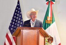 """Photo of """"Con un sentido de corresponsabilidad y respeto a nuestras soberanías, podemos hacer mucho juntos"""": Ken Salazar"""