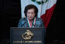 """Photo of La Maestra Ifigenia Martínez Hernández recibió la medalla """"Belisario Domínguez"""""""